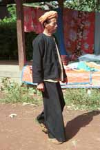 to 31K Jpeg 9809I25 Pa'O man walking through Kalaw 5-day market showing his loose trousers, Shan style jacket and towelling turban