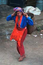 to Jpeg 62K Silver Palaung woman coming away from Kalaw market, Shan State