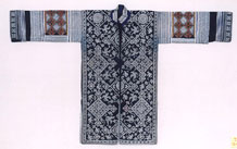 to Jpeg 59K 33 J5This Ge Jia jacket is made of bought, machine made (yangbu), cloth and is probably from the second quarter of the 20th Century.