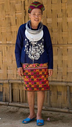 121K Jpg - Huang Ji Xiang, a member of the Qi subgroup of the Li people, wearing her festival outfit, including a skirt decorated with the technique shown in the other photos and described by Chris who thinks that it was made by her in the 1980s-90s.