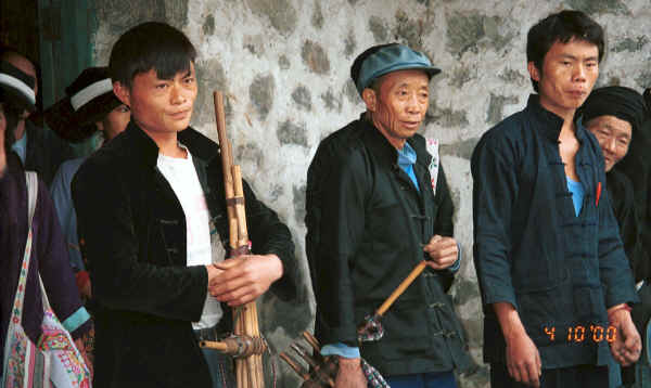 Side comb Miao musicians with lushen pipes, Long Dong village, De Wo township, Longlin country, Guangxi province 0010f09.jpg