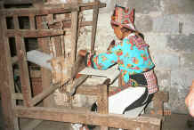 Jpeg 40K White Miao woman weaving hemp or ramie - Ma Wo village, Zhe Lang township, Longlin county, Guangxi province 0010j14.jpg