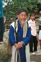 Jpeg 27K Old man who welcomed us into the White Miao Ma Wo village, Zhe Lang township, Longlin county, Guangxi province 0010j19.jpg