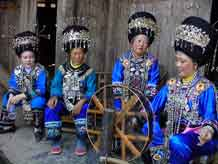 to Jpeg 59K Festival in Songtao Miao Autonomous County, Tongren Prefecture, Eastern Guizhou Province, 9 May, 2004.