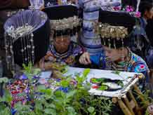 to Jpeg 59K Festival in Songtao Miao Autonomous County, Tongren Prefecture, Eastern Guizhou Province, 26 May, 2004.