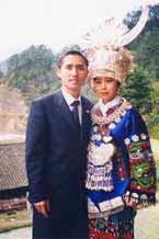 Jpeg 53K Tony Chen Hualong photographed with a Miao girl from his village