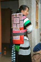 Jpeg 28K Side Comb Miao mother with baby carrier - Xian Ma village, Hou Chang township, Puding county, Guizhou province 0010x34.jpg