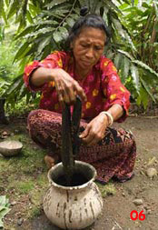 to 83K Jpg - indigo dye at Watublapi: this small pot is for demonstration purposes; large pots are used for the real thing