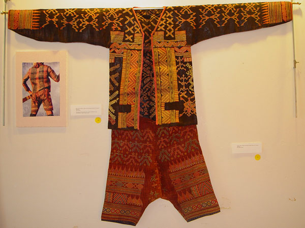 69K Jpg 20 - Bla'an man's abaka, cotton and embroidered jacket and trousers, Mindanao, 19th century. Jacket 145 cm x 58 cm x 41 cm, Trousers 43 cm x 53 cm
