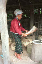 to Jpeg 30K Karen woman cleaning the rice at the elephant mahouts' lodgings near Mae Hong Son 8812j24.jpg