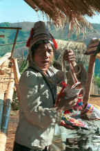 to Jped 37K U Lo-Akha woman sell women's headdresses to tourists 8812p22.jpg