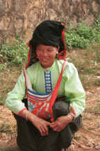 to Jpeg 39K Black Thai woman by her produce at the bottom of the road from the museum in Son La, Son La Province 9510C10.JPG