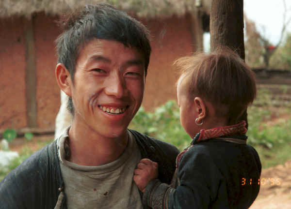 Jpeg 22K Black Hmong father and young son in the hills around Sa Pa, Lao Cai Province. 9510J09.JPG