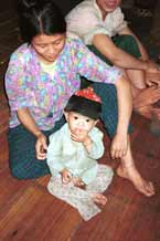 to Jpeg 34K 9511A03 Luong village, Lao Cai province in 1995 shortly after leaving Sa Pa for the town of Lao Cai.