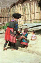 to Jpeg 40K Red Hmong mother and children in a village in Lai Chau province, northern Vietnam 9510f32.jpg