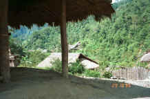 to Jpeg 37K Red Hmong village in Lai Chau province, northern Vietnam 9510g06.jpg