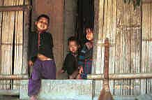 to Jpeg 39K Red Hmong children looking out of a house in a village in Lai Chau province, northern Vietnam 9510g09.jpg